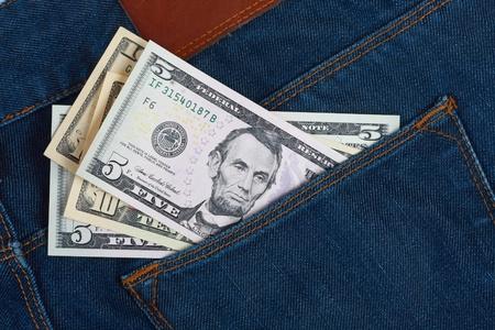 bolsa dinero: Dinero en el bolsillo blue jeans