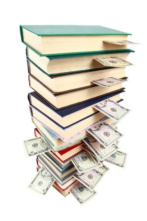 schuld: Boek en geld geïsoleerd op wit