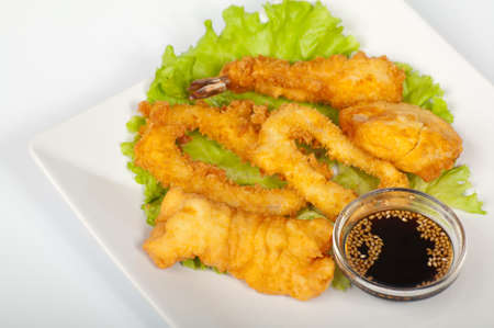 The japanese assorted tempura on a white plate Foto de archivo