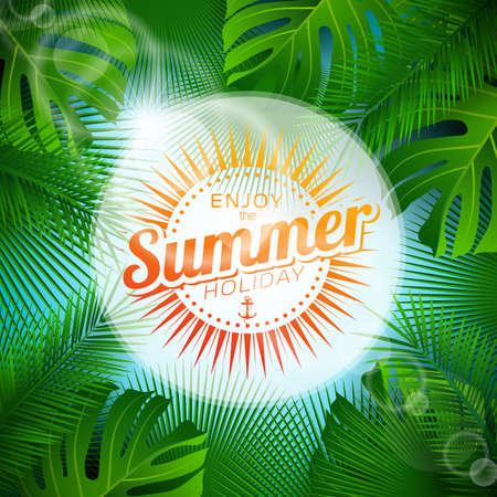 Genießen Sie die Sommerferien typografische Illustration mit tropischen Pflanzen und Sonnenlicht auf hellblauem Hintergrund.