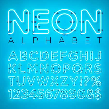Jasny alfabet neon na niebieskim tle. Wektor litery, cyfry i symbole z efektem błyszczącego blasku rozdzielonymi znakami. Szablon projektu czcionki dla tekstu, dekoracji, banera, ulotki lub plakatu promocyjnego.