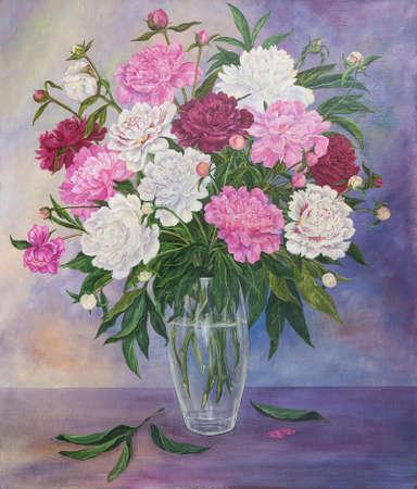 Naturaleza muerta con hermosas peonías rosas y blancas en florero de vidrio. Pintura al óleo original.
