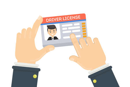 Führerschein des Mannes. Männliche Hände, die Plastikidentifikationskarte halten.