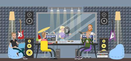 Studio d'enregistrement sonore. Personnes assises dans la salle de contrôle avec différents équipements pour capturer, mixer et masteriser la musique. Femme chantant une chanson et homme jouant de la guitare. Enregistrement de musique.