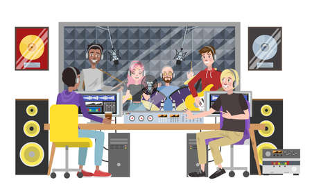 Studio di registrazione del suono. Banda musicale che suona una canzone nella sala di registrazione utilizzando strumenti musicali. Donna che canta canzone e uomini che suonano la chitarra e la batteria. Registrazione di musica. Illustrazione piana di vettore isolato