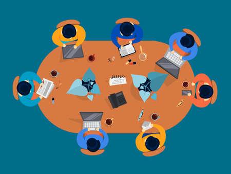 Gruppo di persone su una conferenza. Lavoratori seduti intorno al tavolo durante la riunione. Sala conferenze dell'ufficio. Vista dall'alto del lavoro di squadra. Illustrazione vettoriale in stile cartone animato