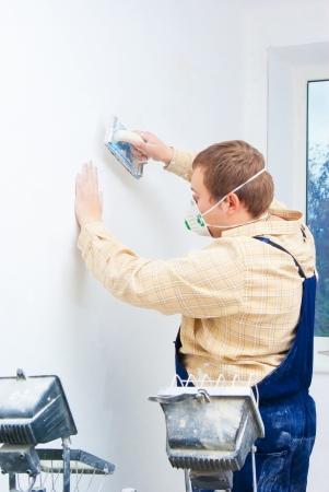 perito: Generador de joven pulido de la pared. tema de medio ambiente de la c�mara