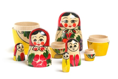 mu�ecas rusas: Matrioshka doll parts sobre blanco Foto de archivo