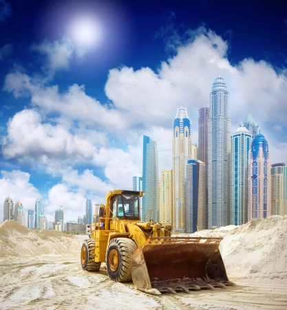 paesaggio industriale: Trattore di costruzione a Dubai, Emirati Arabi Uniti