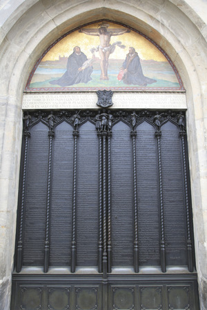 Iron door of the All Saints church in Wittenberg Germany with the ninety five theses posted by Martin Luther 스톡 콘텐츠