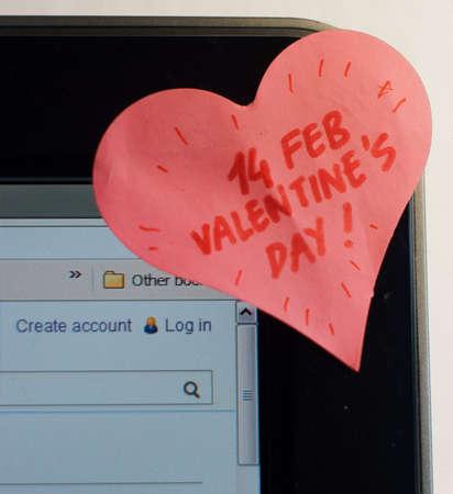 Amor sticker nota en una pantalla de PC Foto de archivo - 17686149