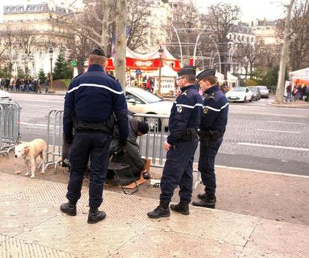 patrolling: Paris police removes homeless man