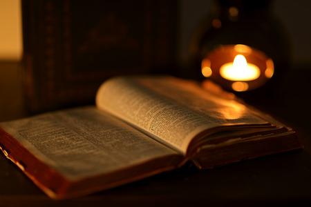 bible ouverte: Faible l'image cl� de la bible
