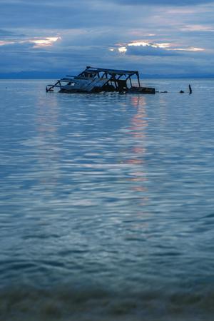 タンガルーマ アイランドは、モートン湾、クイーンズランド州の沈没船を沈められました。 写真素材