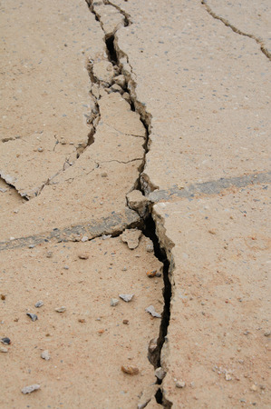 foundation cracks: Deep crack in foundation
