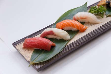 susi: Sushi Set : Maguro (Bluefin Tuna), Hamachi (Yellowtail), Salmon, Tai (Red Seabeam),