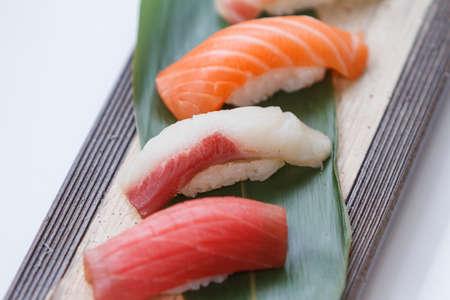 atun rojo: Sushi Set : Maguro (Bluefin Tuna), Hamachi (Yellowtail), Salmon.