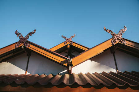 Detail of rural Thai hip roof house in the Akha village of Maejantai on the hill in Chiang Mai, Thailand. Standard-Bild - 121594405