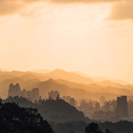 Layers of Taipei cityscape and mountains with sunlight when the sun going down that view from Xiangshan Elephant Mountain in the evening in Taipei, Taiwan. Standard-Bild - 122493908
