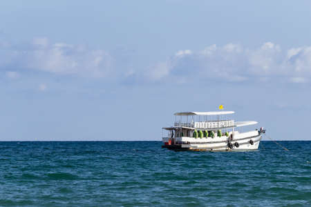 Travel boat is floating over the sea with blue sky and cloud in summer in Koh Mak Island at Trat, Thailand. Copy space on the left side. Standard-Bild - 122493912
