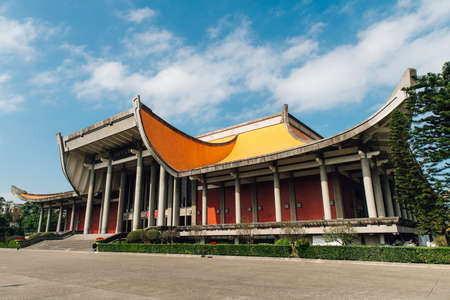 The National Dr. Sun Yat-Sen Memorial Hall with blue sky and cloud with nobody in Taipei, Taiwan. Standard-Bild - 122444819