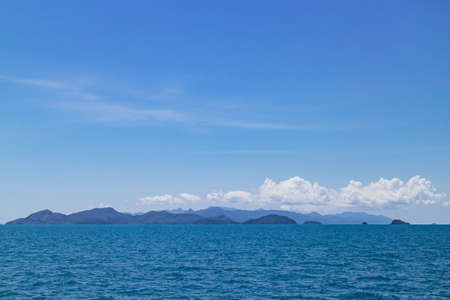Clear sky with enormous cloud over islands and mountains over the sea at Koh Mak in Trat, Thailand. Perfect background for ocean travel, sea business with copy space. Standard-Bild - 122497376