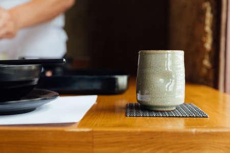 Japanese ceramic cup of green tea on wooden table. Standard-Bild - 123282847