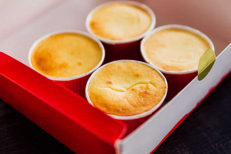 Close-up Cheese Cups in paper box. Smooth and rich milky taste. Standard-Bild