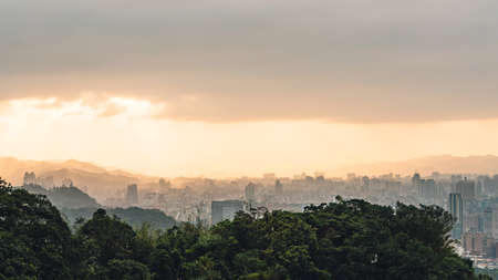 Layers of Panorama Taipei cityscape and mountains with sunlight when the sun going down that view from Xiangshan Elephant Mountain in the evening in Taipei, Taiwan. 스톡 콘텐츠