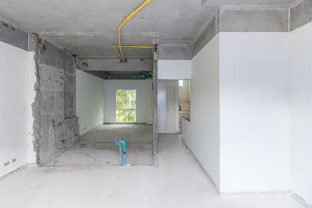 Construction site of empty Interior space, unfinished building after demolition process. Home improvement and renovation business. 免版税图像
