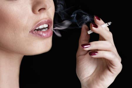 chica fumando: el glamour de fumar ni�a Foto de archivo
