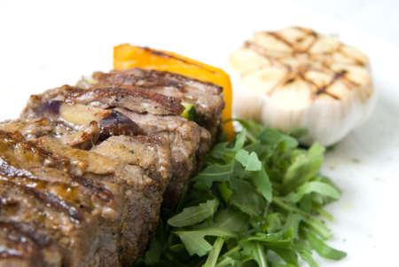 potherbs: shashlik con potherbs en la placa