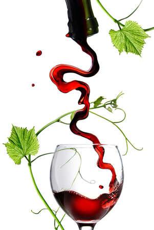 wine pouring: Versare il vino rosso in vetro con asta isolata on white Archivio Fotografico