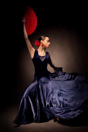 mÅ'oda kobieta Taniec flamenco na czarny Zdjęcie Seryjne - 8987341