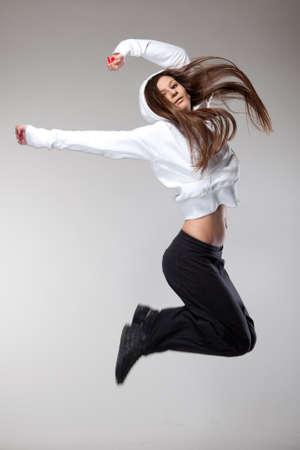 attraktive jumping woman