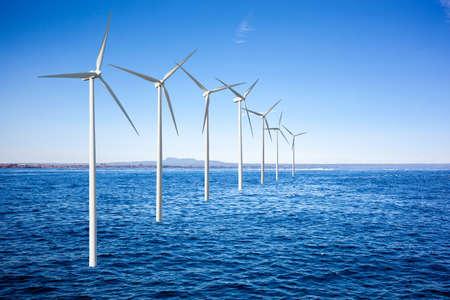 viento: Generadores de turbinas de viento en el mar Foto de archivo