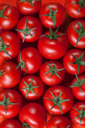 赤いトマトの背景。トップ ビュー