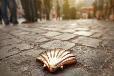 Santiago shell (Pellegrini shell), St James shell a Bruxelles, Belgio Archivio Fotografico - 37478038