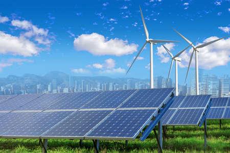 Panele słoneczne i turbiny wiatrowe o mieście Zdjęcie Seryjne