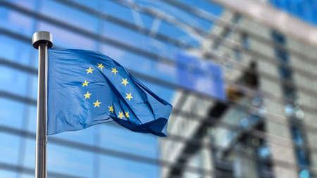 Vlaggen van de Europese Unie in de voorkant van de onscherpe Europees Parlement in Brussel, België Stockfoto - 46941016