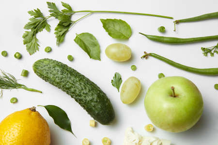 witaminy: different fruits and vegetables isoleted on white backdrop, top view.