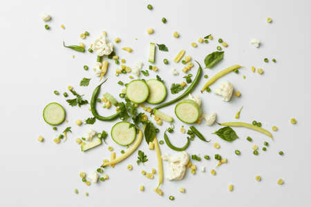 verduras verdes: fresh organic green vegetables and fruits on white background. Healthy eating and food for vegans