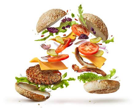 Dos hamburguesas con ingredientes vuelo aislado en el fondo blanco Foto de archivo - 66641752