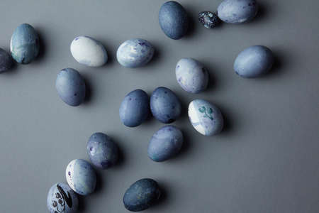 osterei: Top view of Easter eggs on light blue background, flat lay