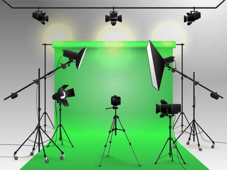 Fotografie Studio Vektor. Fotostudio mit grünem leerem Hintergrund mit Weichboxlicht, Kamera, Stativ und Hintergrund. Standard-Bild - 95892323