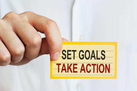 metas: Establecer metas, tomar medidas. Carta en la mano masculina