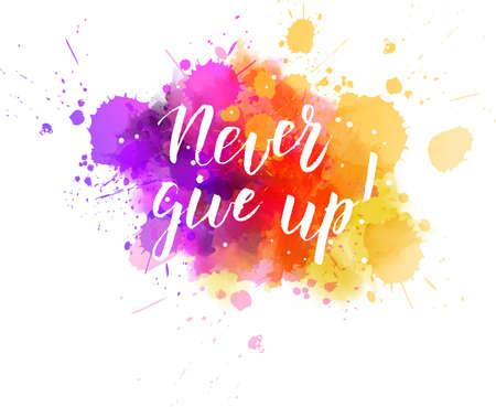 "Veelkleurige splash aquarel vlek met handgeschreven moderne kalligrafietekst ""Never give up!"""