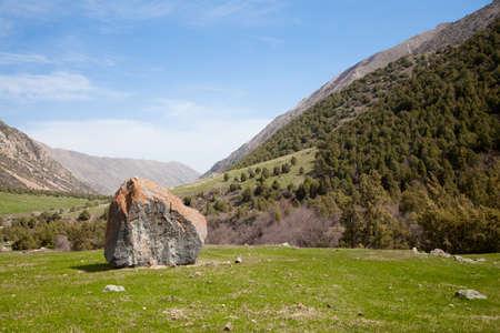 kyrgyzstan: paisaje de montaña. Ala-Archa, Kirguistán Foto de archivo