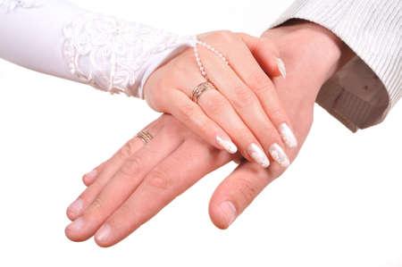 fidelidad: Manos de la novia y el novio sobre