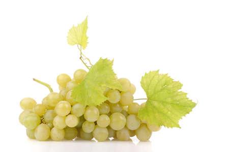 Filial das uvas verdes isoladas no branco Banco de Imagens